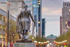 Raleigh, North Carolina, USA im Stadtzentrum gelegen, wie vom Kapitol-Gebäude angesehen lizenzfreies stockbild