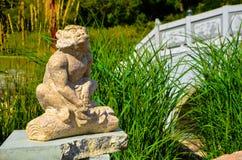 Ralenti deux de statue de singe photographie stock libre de droits