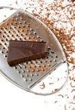 Rallador con las virutas del chocolate en él Imagenes de archivo