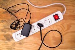 Rallonge et câbles branchés image libre de droits
