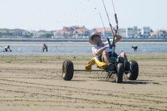 Ralph Hirner montant un kitebuggy Images stock