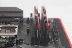 RAM компьютерной памяти высокой эффективности DDR4 на материнской плате Стоковое Изображение RF