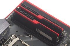 RAM компьютерной памяти высокой эффективности DDR4 на материнской плате Стоковая Фотография RF