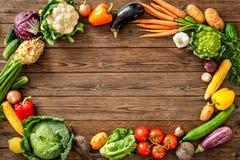 Ram av blandade nya grönsaker Fotografering för Bildbyråer