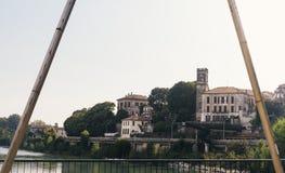 Ram av byggnader i Cassano D ` Adda bredvid floden Adda, Italien royaltyfri bild