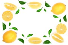 Ram av citronen med sidor som isoleras på vit bakgrund med kopieringsutrymme för din text Lekmanna- lägenhet, bästa sikt royaltyfri fotografi