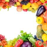 Ram av fastst?llda gr?nsaker och frukter p? vit bakgrund Fritt avst?nd f?r text royaltyfri bild