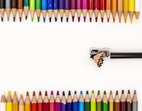 Ram av kulöra blyertspennor arkivfoto