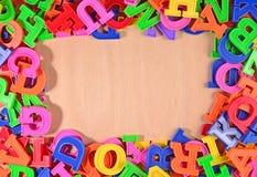 Ram av plast- färgrika alfabetbokstäver Royaltyfri Foto