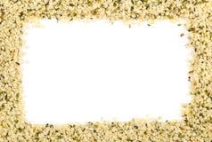Ram av rått organiskt hampafrö över vit med kopieringsutrymme royaltyfri foto