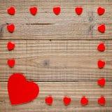 Ram av röda hjärtor på trä Royaltyfri Foto