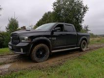 Ram de Dodge em uma estrada rural Foto de Stock Royalty Free