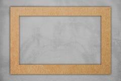 Ram för brunt papper på grå färgbetong Royaltyfria Foton