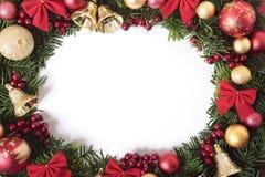 Ram för julkransgräns med vitt kopieringsutrymme Arkivfoton