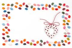 Ram för sötsaker för geléböna med festlig hjärta arkivfoton