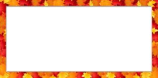 Ram för vektorrektangelgräns med stupade höstlönnlöv på vit bakgrund med kopieringsutrymme stock illustrationer