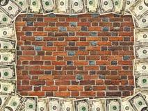 Ram från dollar på väggen för röd tegelsten Arkivfoto