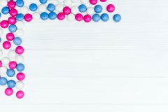 Ram från färgrika mintkaramellgodisar Arkivbild