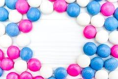 Ram från färgrika mintkaramellgodisar Arkivfoto