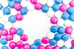 Ram från färgrika mintkaramellgodisar Arkivfoton