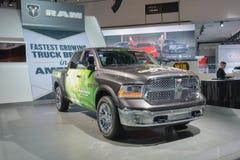 RAM 1500 grön lastbil av året 2015 på skärm Fotografering för Bildbyråer