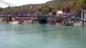 Ram jhula über Ganga-Fluss in Rishikesh Stockbilder