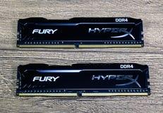 RAM Kingston Fury på en trätabell RAM med ett element Overclocker RAM fotografering för bildbyråer