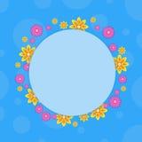 Ram med blomman på blåa bakgrunder Arkivbilder