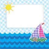 Ram med den färgrika segelbåten Arkivbilder