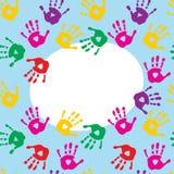 Ram med färgrika tryck av barns händer royaltyfri illustrationer