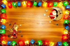 Ram, santa och ängel för ask för gåva för julljus på guld- trä b Arkivbilder