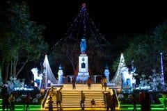 Rama 1国王纪念碑与打开普密蓬・阿杜德国王脑活动的装饰 免版税库存照片
