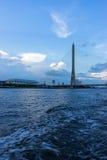 Rama 8桥梁剪影在曼谷,泰国 免版税库存照片