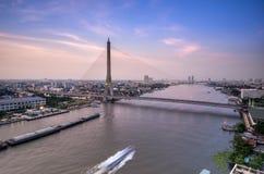 Rama 8 bro, mega bro i Bangkok Thailand Arkivbilder