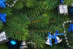 Rama de la Navidad con las decoraciones azules Fotografía de archivo libre de regalías