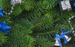 Rama de la Navidad con las decoraciones azules Imágenes de archivo libres de regalías