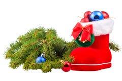 Rama del abeto y zapatos mullidos de la Navidad con las bolas Fotos de archivo