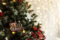 Rama del pino de la Navidad con las decoraciones y las bolas Fotos de archivo libres de regalías