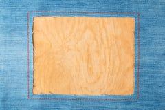 Rama dla teksta od niebiescy dżinsy tkaniny z zaszytymi liniami pomarańczowa nić zdjęcia stock