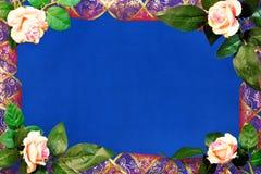 Rama faborek z złocistym ornamentem i różami na błękitnym tle, dekoracja znacząco świąteczny wydarzenie zdjęcia royalty free