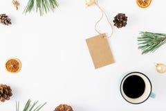 Rama metka, kawa i dekoracje na białym tle, Fotografia Royalty Free