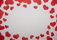 Rama od papierowych czerwonych serc z białym tłem Obraz Stock