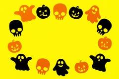 Rama od papierowych duchów, bani i czaszek na żółtym tle czerni i pomarańcze, Wakacyjne dekoracje dla Halloween obrazy royalty free