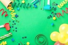Rama od różnorodnych uroczystych rzeczy na zielonym tle zdjęcie royalty free
