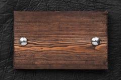 Rama, rabatowy robić drewno, przymocowywający z żelaznymi nitami czernić skórę, odizolowywającą na białym tle Obraz Royalty Free