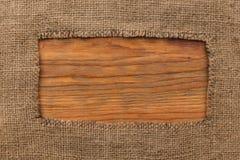 Rama robić burlap lying on the beach na drewnianej powierzchni obraz royalty free