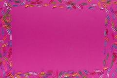 Rama robić paperclips i szpilki zdjęcie royalty free