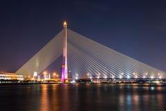 Rama VIII γέφυρα τη νύχτα Στοκ φωτογραφία με δικαίωμα ελεύθερης χρήσης