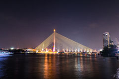 Rama VIII γέφυρα τη νύχτα Στοκ Εικόνες
