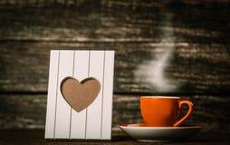Rama z kierowym kształtem i filiżanka kawy zdjęcie royalty free